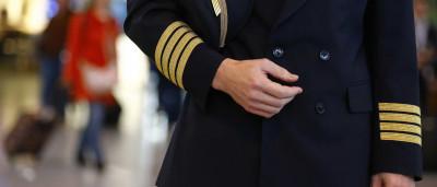 Passageiro 'apanha' piloto a usar telemóvel durante descolagem