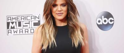 Khloe Kardashian exibe a sua pequena cintura
