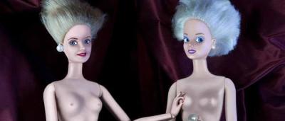 Artista substitui figuras masculinas de obras-primas por barbies