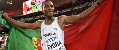 Nelson Évora conquista bronze em Pequim