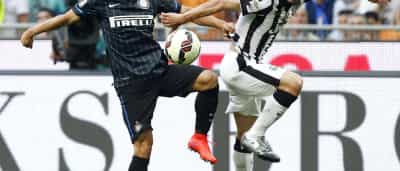 Benfica negoceia lateral esquerdo do Inter de Milão