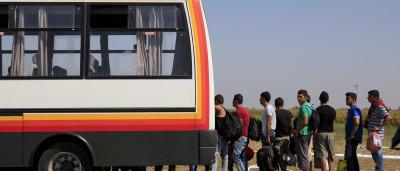Hungria decide transportar refugiados até à fronteira com a Áustria