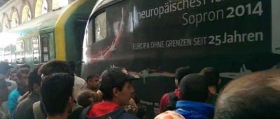 Mais de 2 mil voluntários para ir de carro à Hungria buscar refugiados
