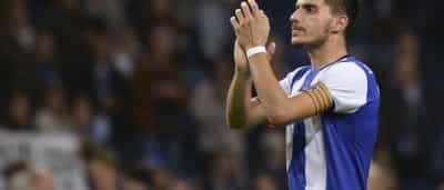 Rúben Neves avisa os 'tubarões' que... quer FC Porto duas vezes num ano