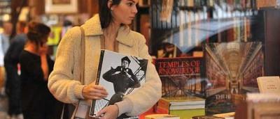 Kendall Jenner gasta 1140 euros em livraria parisiense