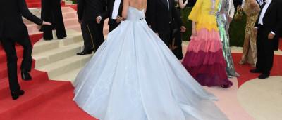 E fez-se luz! Eis o vestido (literalmente) iluminado de Claire Danes