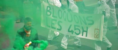 Polícia belga dispersa manifestantes contra austeridade com canhões de água