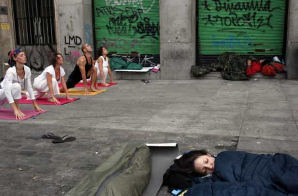 Exercício Praticar yoga nos locais mais inesperados-veja fotos Naom_555c4e58cc998