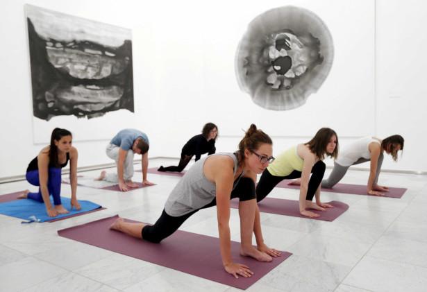 Exercício Praticar yoga nos locais mais inesperados-veja fotos Naom_555c4e6ad0016