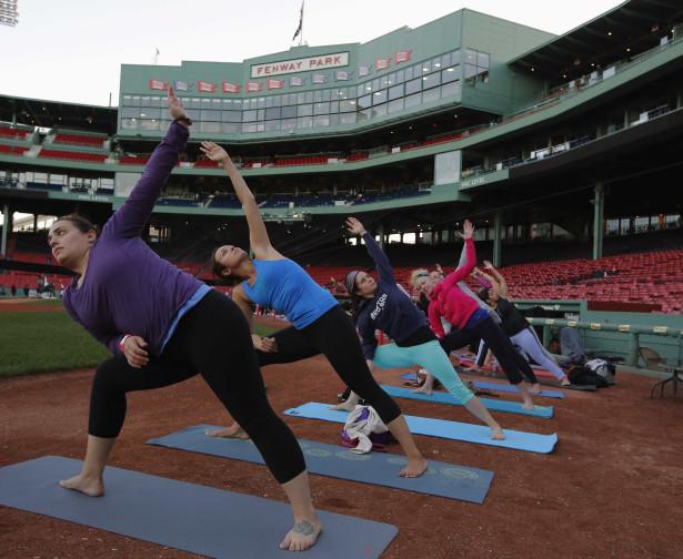 Exercício Praticar yoga nos locais mais inesperados-veja fotos Naom_555c4e6e26506
