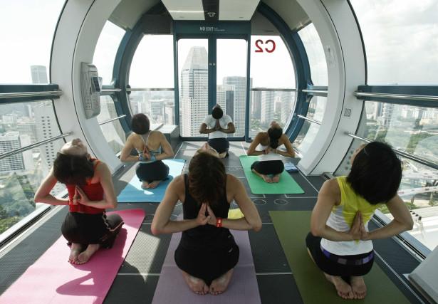 Exercício Praticar yoga nos locais mais inesperados-veja fotos Naom_555c4e7207ceb