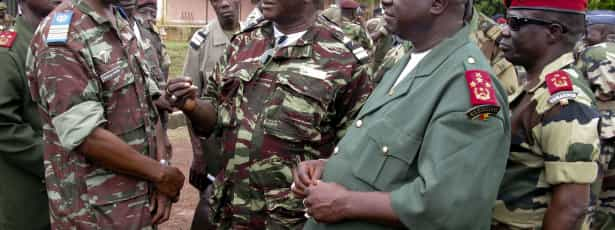 Chefes militares sem dinheiro para viajar para reunião internacional