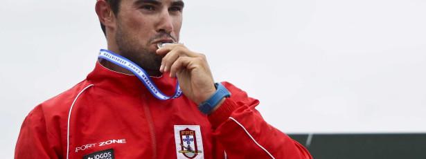Canoísta Fernando Pimenta conquista medalha de ouro
