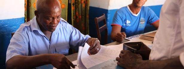 Função pública da Guiné-Bissau tem funcionários a mais e sem qualificações