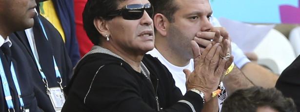 Maradona defende Suárez e chama tarados a Pelé e Beckenbauer