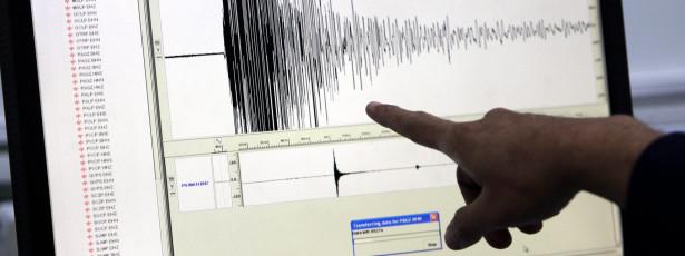 Sismo de magnitude 7.9 atinge Nepal e Índia