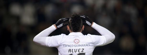 Guimarães obrigado a vencer Estoril para igualar o FC Porto
