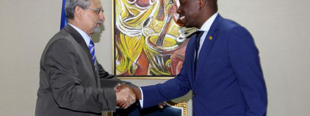 Primeiro-ministro garante que não há mal-estar com chefe de Estado