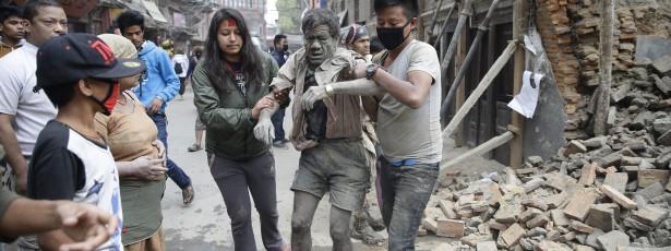 Pelo menos 688 mortos no Nepal e dez no Everest