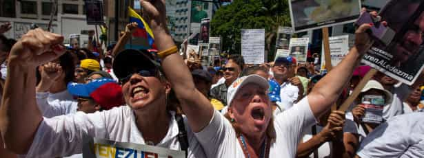 Milhares manifestaram-se em apoio a líderes da oposição em greve de fome