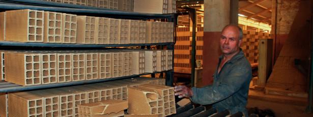 Maior fábrica de tijolo de Angola promovida por portugueses