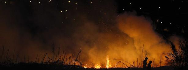 Incêndio em estância balnear queima floresta e atinge hotéis
