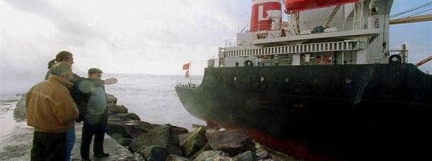 เรือลาดตระเวนทนทุกข์ทรมานความเสียหายหลังจากที่เรือชนกัน