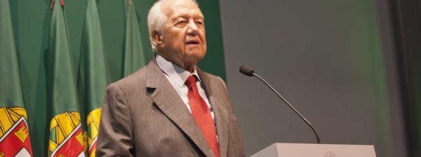 Soares acusa Governo de destruir Portugal e massacrar portugueses