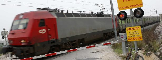 Incêndio em locomotiva entre Faro/Olhão interrompeu circulação