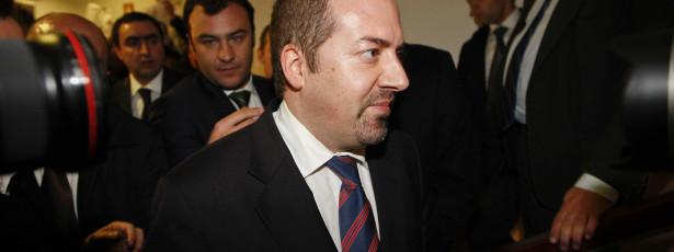 Deputados querem ouvir Santos Pereira sobre crescimento e emprego