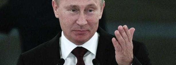 UE congela bens e proíbe vistos a próximos de Putin