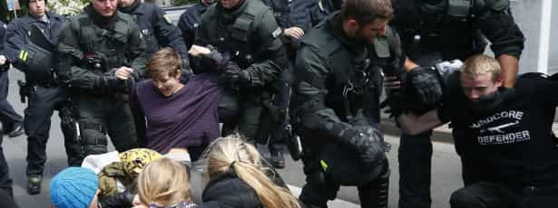 Manifestantes anti capitalismo invadem Zaras