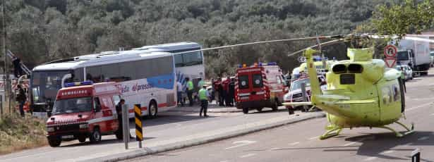 Sinal STOP não terá sido respeitado por um dos autocarros