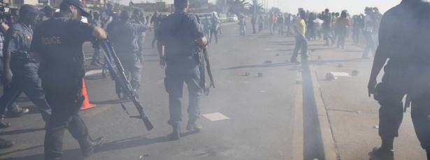 Polícia dispersa manifestantes contra Obama