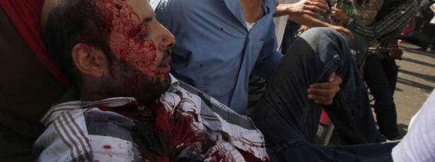 Um morto e dezenas de feridos em protestos no Egipto