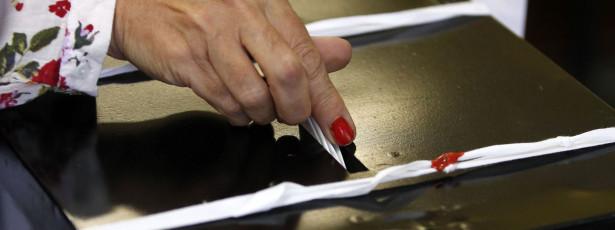 Só dois milhões de eleitores votaram em PS, PSD e CDS