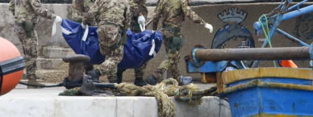 Quase 700 imigrantes resgatados ao largo da costa italiana