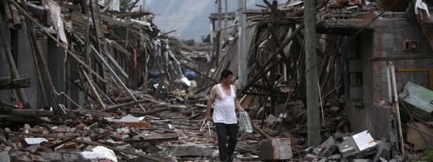 Foto: Google e Twitter criam sistema de alerta de catástrofes As duas gigantes tecnológicas cooperam agora entre si e todos os tweets relevantes sobre catástrofes e crises aparecerão com destaque no Google Now, no motor de pesquisa e ainda no Maps. http://go.pwm.pt/1pS508j