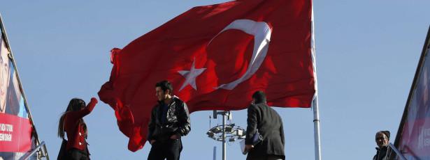 Diário turco acusa Governo de fornecer armas a rebeldes sírios