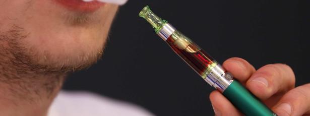 Cigarros eletrónicos aumentam risco de pneumonia