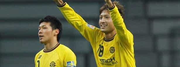 Sporting contrata avançado japonês Junya Tanaka