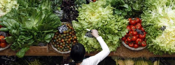Comer fruta e legumes todos os dias ajuda a ser mais feliz