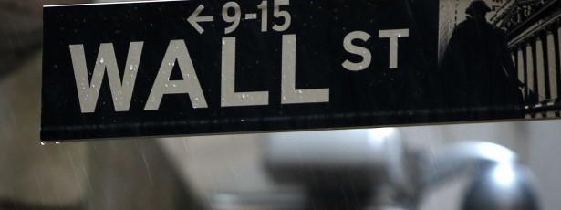 Wall Street fecha em baixa ligeira com otimismo internacional a dissipar-se