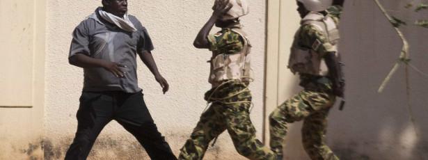 Burkina Faso: 30 mortos e 100 feridos em tumultos