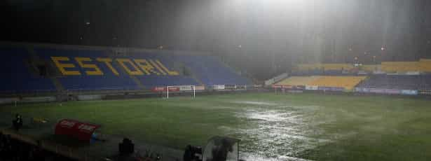 Chuva torrencial pára Estoril-PSV