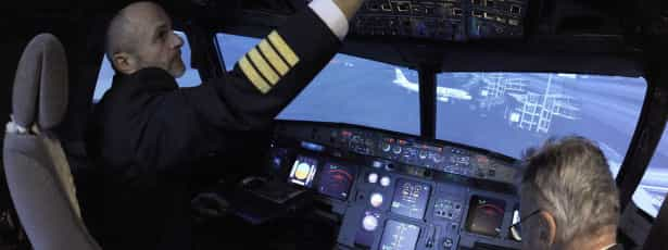 Conheça o piloto que tentou salvar a vida de 149 passageiros