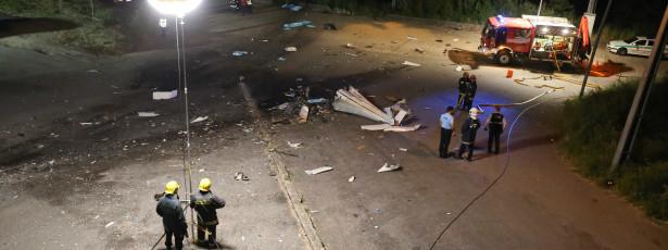 Testemunhas contam que avioneta caiu de nariz no chão