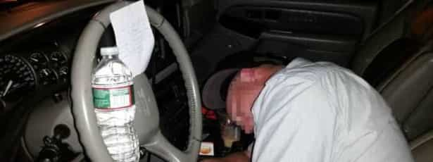 Homem embriagado acordou com bilhete de 'anjo da guarda'
