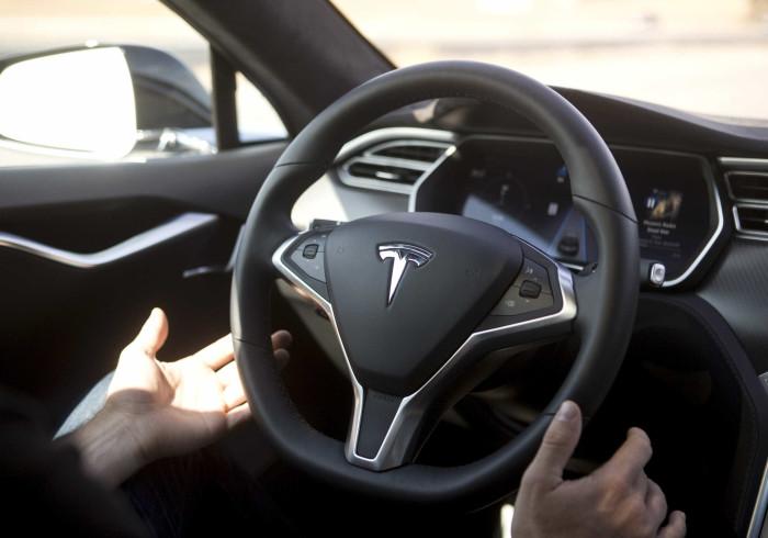 Tesla sobrevive ao pessimismo e tem menos prejuízos do que o esperado