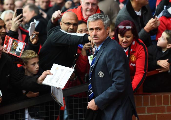 Mourinho apresentado em Old Trafford até ao final da semana